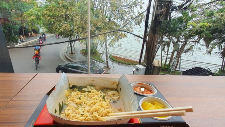 [화제의 맛] 베트남에서 맛보는 '한강 즉석라면' 인기